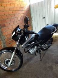 Vende-se essa  moto .