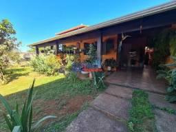 Maravilhosa casa com ótimo espaço de quintal em Betim.