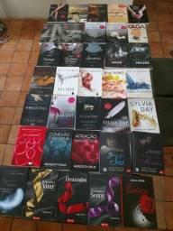 Lote com 32  livros R$200.