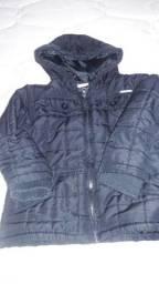 Jaqueta infantil forrada com capuz, preta.