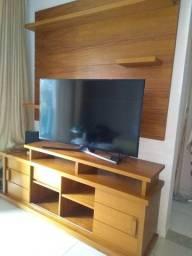 Rack e painel em madeira maciça