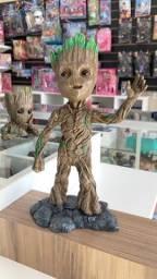 Estátua Baby Groot feita em resina com 30cm