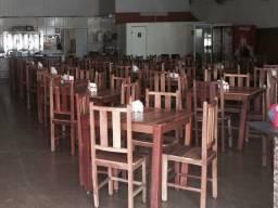 Jogos de mesa com 4 cadeiras(madeira).