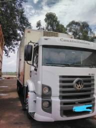 Caminhão 15-180 com Baú Frigorifico Refrigerado