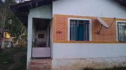 L41 casa perfazendo a área de 1000m² situado na Avenida Tiago Peixoto