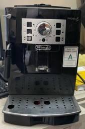 Cafeteira elétrica a grãos semi nova