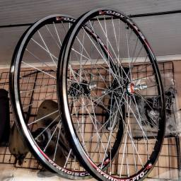 Par de rodas aero 26 com rolamento e raios zincado