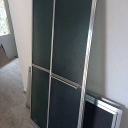 Para box de banheiro. Feito em alumínio. 99x180