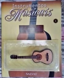 Pacote com 20 miniaturas de instrumentos musicais