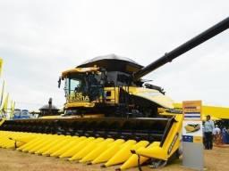 colheitadeira de grãos CR8090 da New Holland