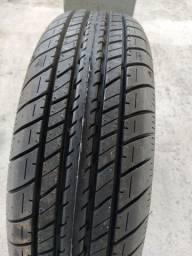 Um pneu 165 70 14 original do Renault kwid
