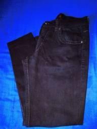 Vendo  duas Calça bio tipo 42 e calça jeans preta 44