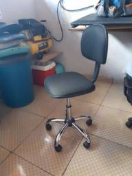 Cadeira secretaria usada com garantia