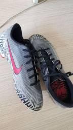 Chuteira Nike - pouco uso