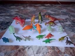 Lote de dinossauros de brinquedo