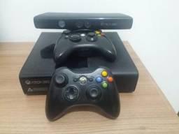 Xbox 360 super slim Pouco uso, (travado) / kinect + jogos + joystick, usado comprar usado  Ribeirão das Neves