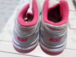Tenis Nike femenino. 60.00