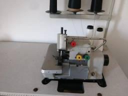 Máquina de costura industrial o overlock, em ótimas condições, aceito cartão