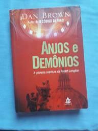 """LIVRO """"Anjos e Demônios"""""""