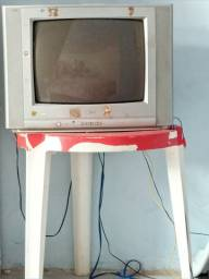 Tv de tubo com conversor e antena