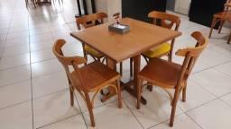 Mesa com cadeira