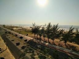 Na Beira do mar junto areia e água de coco.