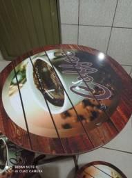 Mesa e 4 banquetas