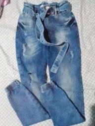 Calça jogeer ,colete ,shorts jeans cos alto e tênis