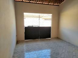 Casa no Cohatrac IV - 01 quarto - com garagem