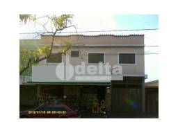 Apartamento para alugar com 3 dormitórios em Planalto, Uberlandia cod:466408