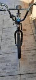 Bicicleta gt pro series,aro 20,nunca foi usado no esporte,em ótimo estado de conservação.