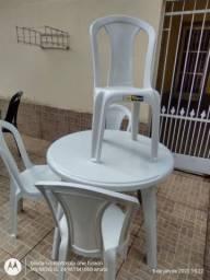 mesa redonda de plastico luxo c pes desmontável ultra com 4 cadeiras estilo buffet  152