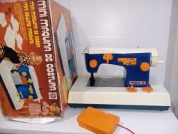 Antiga Mini Maquina de costura da Suzi da Estrela