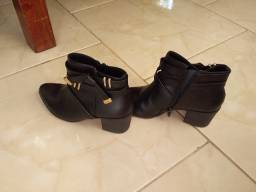 Vendo linda bota preta