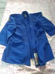Kimonos usados para treino + faixas