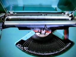 Maquina de Datilografia- OLIVETTE LETTERA 82