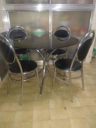 Mesa tampo de vidro com 4 cadeiras