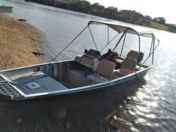 Barco com motor mercury 25 sea pro