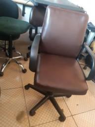 Cadeira diretor usada com garantia.