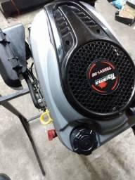 Motor Toyama pra barco 6,5HP