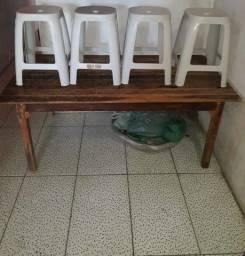 Mesa com banquinhos semi novos,220