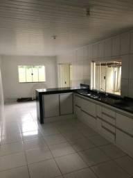 Casa 4 qts 2 suite , cozinha americana , quintal grande 2 salas