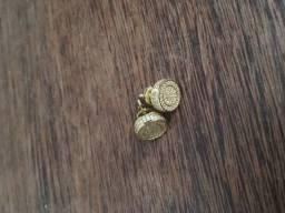 Brinco importado direto do EUA, banhado a ouro