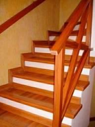 Revestimento de madeira para escadas