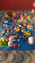 Brinquedos e utensílios até para uma creche