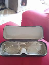 Óculos sem grau algum, apenas armação e a lente