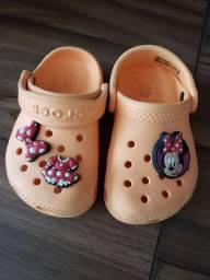 Crocs original infantil com aplicação