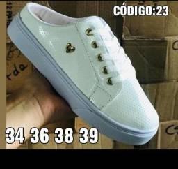 Sapatos femininos e masculinos novos