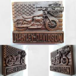 Moto Harley Davidson entalhada na madeira nobre