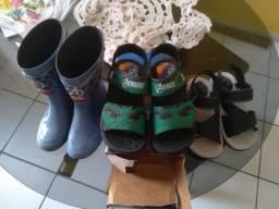 Vendo sandália é bota menino